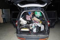 Jihomoravští celníci zadrželi padělané zboží v dodávce, kterou zastavili u Lechovic na Znojemsku.