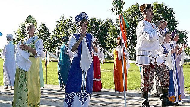 Vedoucí taneční skupiny Znojemské grácie Marie Straková (v modrém).