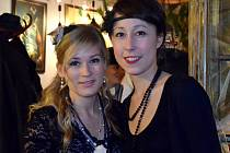 Večírek připomínající dobu sladké Francie první poloviny 20. století připravili organizátoři letošního Siorée 2014 ve znojemském kluibu Na Věčnosti. Ve francouzském jazyce zazpívala slovenská zpěvačka Zdenka Trvalcová se dvěma kolegy z kapely Voila!.