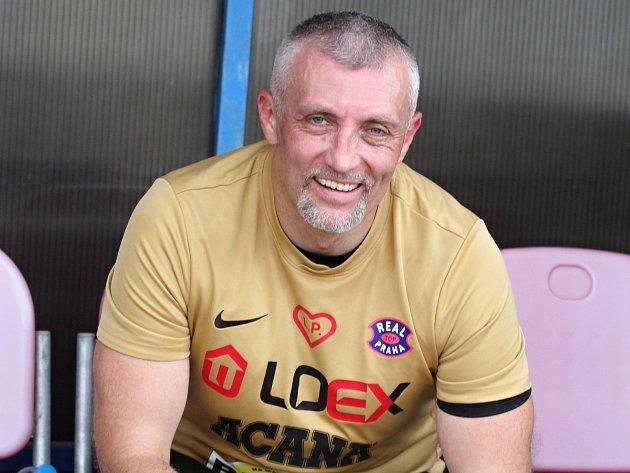 Bývalý znojemský hokejista a trenér Radek Haman vyběhl ve Znojmě na fotbalový trávník k charitativnímu utkání.