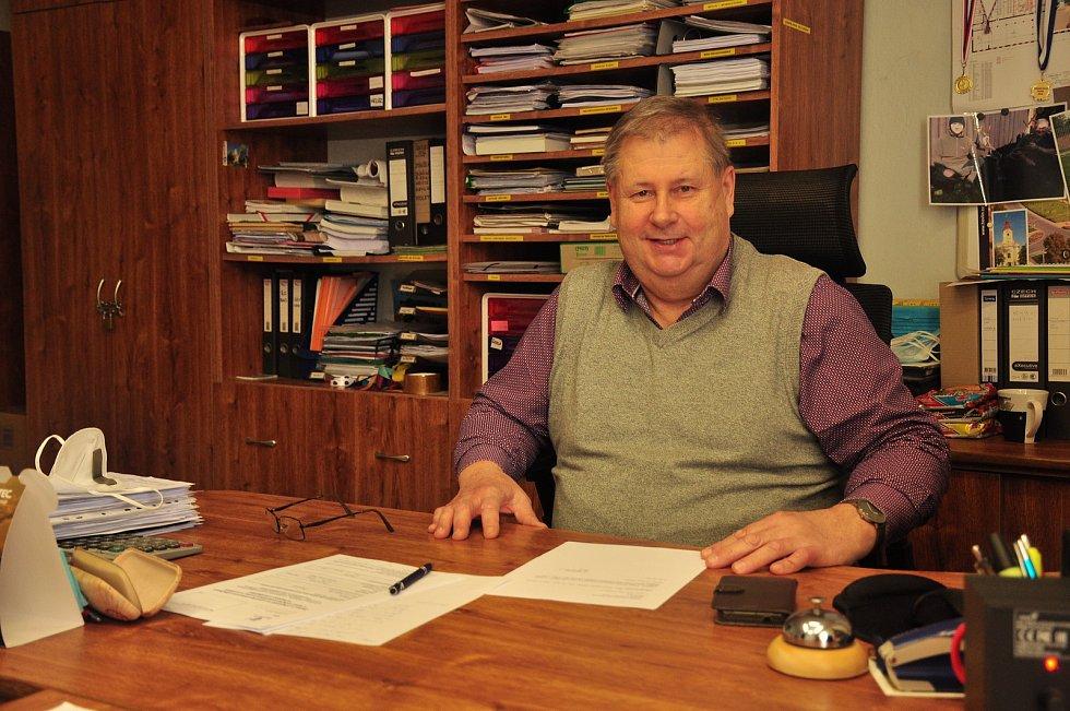 Na snímku starosta Hevlína Antonín Pichanič