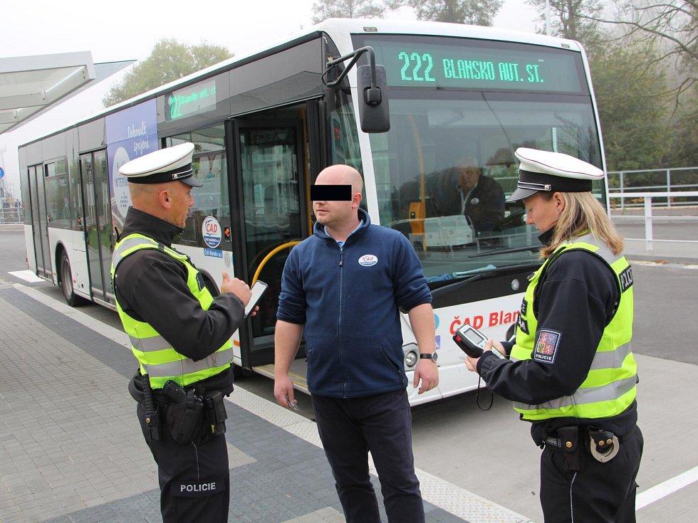 Policejní kontroly na alkohol u řidičů autobusů.