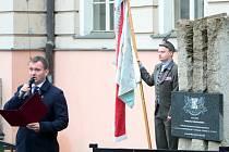 Sté první výročí vzniku samostatného Československa si 28. 10. dopoledne připomněli představitelé Znojma, politických stran, spolků a sdružení i veřejnost u pomníku s pamětní deskou před budovu soudu na Náměstí Republiky.