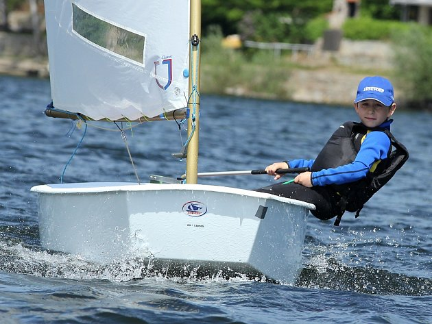 Mladí začínající jachtaři poprvé okusili soutěž nazvano Znojemský pohár.