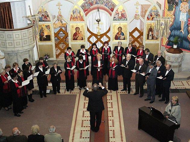 Společným vystoupením pěveckého sdružení Vítězslav Novák a Zvolenského speváckého zboru ožil v sobotu kostel svatého Rostislava ve Znojmě.
