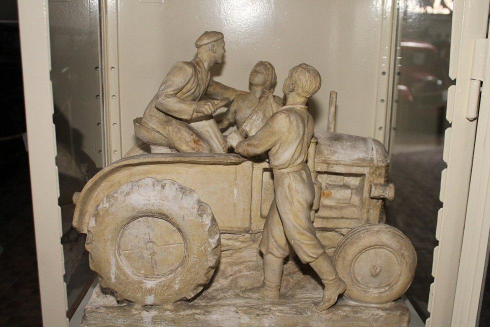 Celou řadu nových exponátů připarvuje pro letošní sezonu v Muzeu motorismu ve Znojmě jeho zakladatel a sběratel Jan Drozd.