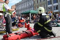 Vzorovou ukázku zásahu jednotek integrovaného záchranného systému viděli ve čtvrtek v dopoledních hodinách stovky lidí na Horním náměstí.