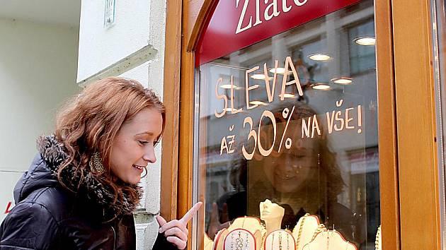 Slevy po Vánocích ve Znojemských obchodech. Ilustrační foto.