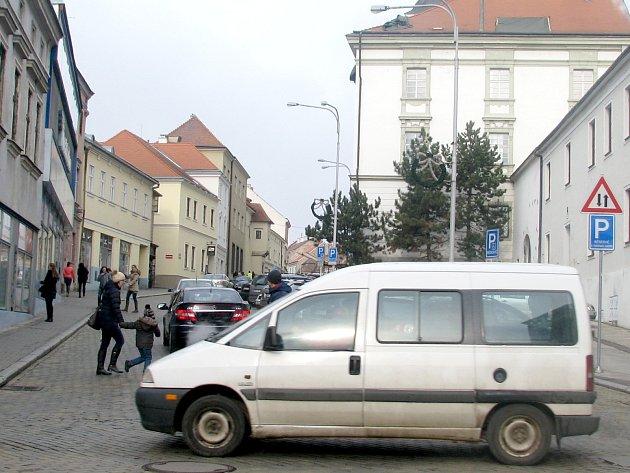 Dolní Česká má být podle plánů znojemské radnice po nějaké době opět pouze jednosměrná.