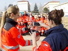 Slavnostní zahájení stavby nové základny záchranky ve Znojmě u Pražské ulice si nenechali ujít představitelé kraje, města, záchranky, policie, hasičů ani stavbařů. Přišli také téměř všichni lidé ze znojemské záchranky.