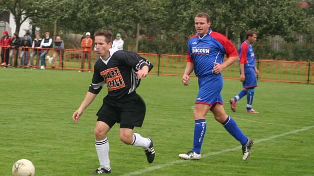 Martin Pikolon (v modrém dresu)