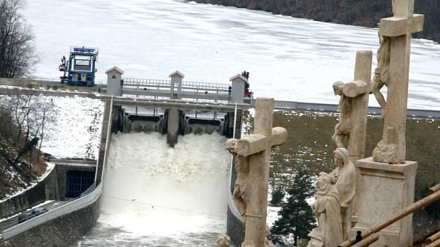 Zamrzlá znojemská přehrada