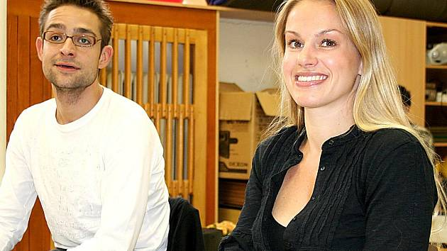 Herečka Johana Gazdíková s kolegou Alešem Slaninou.