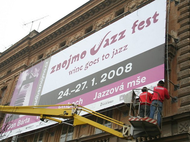 Na festival láká od čtvrtku velký plakát