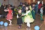 Tradiční masopust pořádali  o víkendu únanovští hasiči. V sobotu prošel obcí masopustní průvod,, v neděli bavil děti maškarní ples. Foto: archiv SDH