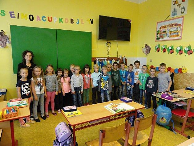 Děti zmikulovické školy učí paní učitelka Martina Hrůzová.