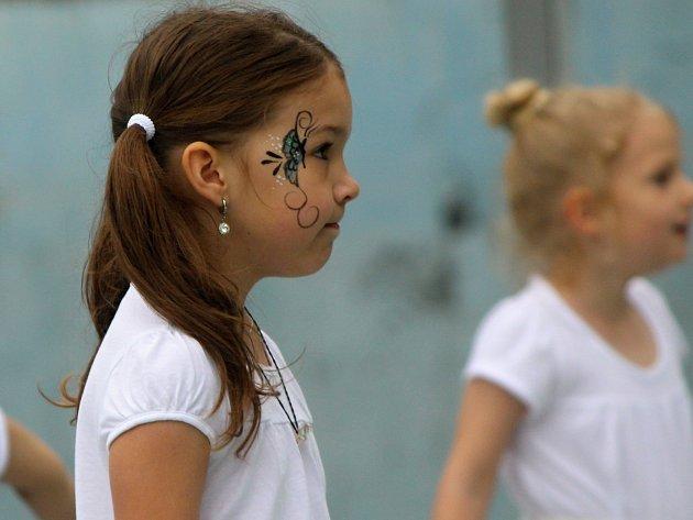 Přes dva tisíce dětí navštěvuje kroužky při Středisku volného času ve Znojmě. Nyní na Diamantbraní řada z nich divákům předvedla, co se během roku naučila.