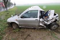 Dvacetiletý mladík havaroval u Olbramovic na Znojemsku, když ve čtvrtek v šest ráno mířil do Moravského Krumlova. Při projíždění zatáčky zřejmě nepřizpůsobil rychlost jízdy stavu silnice.