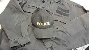 Lhal a vydával se za policistu: Auta jsou kradená, pokuta může být bez dokladu