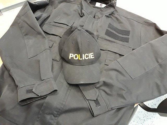 Kriminalisté dopadli podvodníka, který se v policejní uniformě snažil obelstít dva znojemské podnikatele. Falešný policista se od nich snažil vylákat peníze.