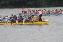Festival dračích lodí na výrovické přehradě.