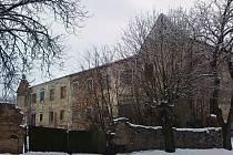 Budovu bývaléko kláštera ve Vratěníně vlastní pět majitelů. Východní křídlo patří architektu Petru Vítkovi, který by chtěl část objektu proměnit v ubytovací zařízení.