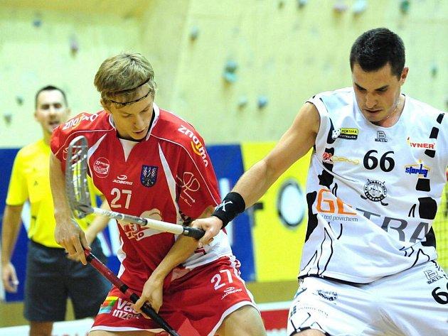 Florbal, extraliga: Znojmo (v červeném) vs. Liberec