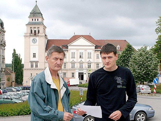 Otec a syn Schindlerovi, kterým šest let starý rozsudek nepříjemně ovlivnil život.