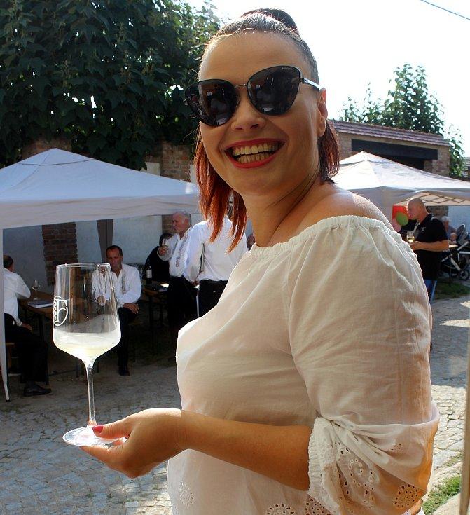Když svítí slunce a je dobré víno, je i dobrá nálada...