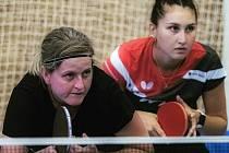 Stolní tenistky Moravského Krumlova Lenka Harabaszová (vlevo) a Ekaterina Chernyavskaya pilně trénují na znovuobnovení extraligy žen již od začátku ledna.