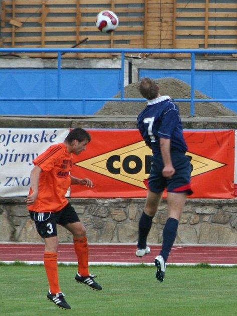 Michal Šuráň v hlavičkovém souboji