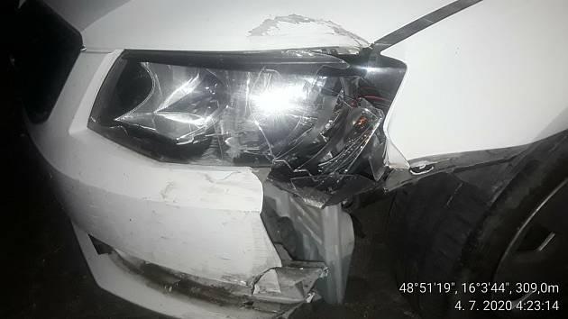 Viníka nehody objevili náhodou znojemští strážníci