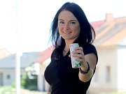 Podnikatelka Jana Drozdová zvažuje vyrábět víno v plechovkách.