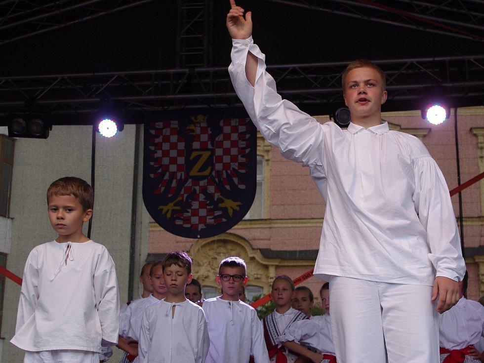 Tradiční Znojemské historické vinobrani ovládlo v pátek centrum města. Na Horním náměstí vystupovaly mimo jiné folklorní soubory.