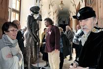 Surrealistický umělec Lubo Kristek má nově svoji síň na barokním zámku Riegersburg.