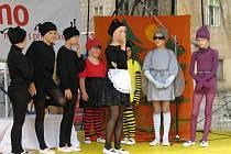 Děti zahrály divadlo na náměstí