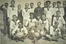 Tým, který nesl název SK Keramika Šatov, z roku 1937.