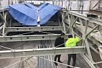 Most přes Dyji pod znojemskou přehradou opravují specialisté.