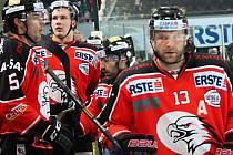 O atraktivní podívanou se postarali znojemští hokejisté na ledě Salzburgu. Podpořit je dorazila necelá stovka fanoušků.