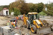 Snímek z výstavby zastávky.