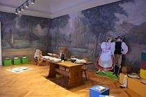 V menší místnosti s malbou zachycující pohledy na Znojmo opraví restaurátor trhliny v omítkách, obrazy na stěnách, vyčistí dekorativní malby fabionu a stropu, provede sjednocení barevných vrstev.