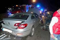 Autobus, dvě motorky a tři osobní auta se střetly v pátek před osmou hodinou večer mezi Pavlicemi a Olbramkostelem.