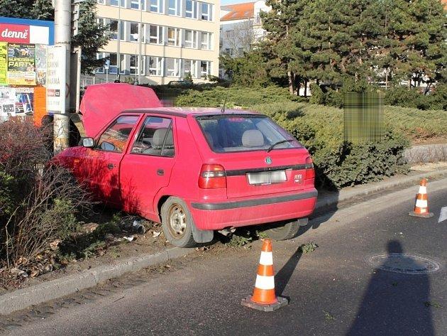 Dopravní nehoda v ulici Pražská ve Znojmě.