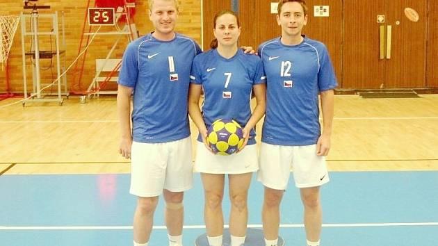 Trojice znojemských korfbalistů (zleva) Jiří Podzemský, Klára Zábojová a Ivan Žák. V Antverpách reprezentovali oba muži.
