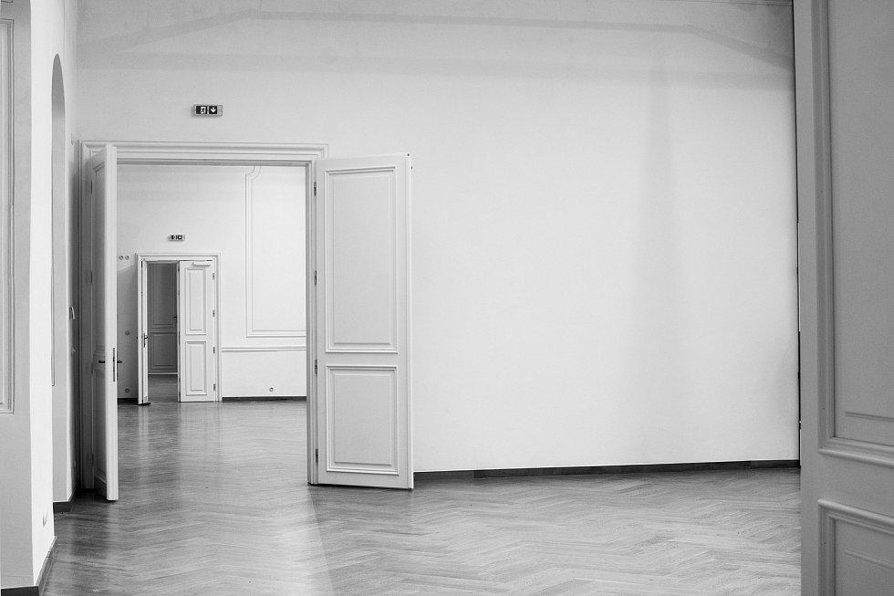 Opravené sály krumlovského zámku už čekají na Slovanskou epopej.