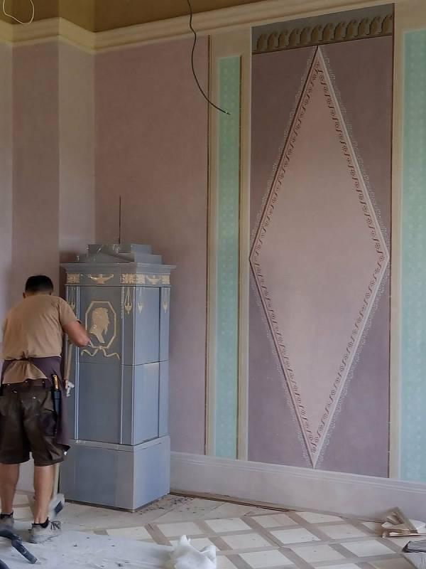 Obnova Státního zámku Uherčice na Znojemsku. Obnova kachlových kamen.