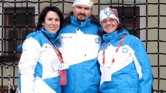Jiří Ludvík s částí svého týmu na mistrovství světa v biatlonu v Novém Městě na Moravě.