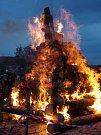 Tradiční pálení čarodějnic pořádala v kapucínské zahradě Znojemská Beseda.