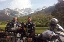 Nedávno podnikl cestovatel Rudolf Fráňa jednu z dalších cest po Balkánu na motocyklu. S herci Pavlem Liškou a Janem Révaiem a také se svým synovcem Tomášem Sobotkou.