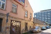Rohový objekt bývalé městské zeleně ve Znojmě má jít k zemi. Areá na rohu ulic Pražská a Bočníl, který včetně dvora čítá asi dva tisíce čtverečních metrů, by měl v budoucnu sloužit jako parkoviště.